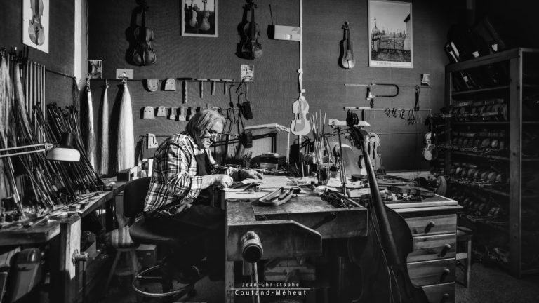 Alain Pignoux - Luthier à Tours - photo réalisé par le photographe Jean-Christophe COUTAND-MEHEUT