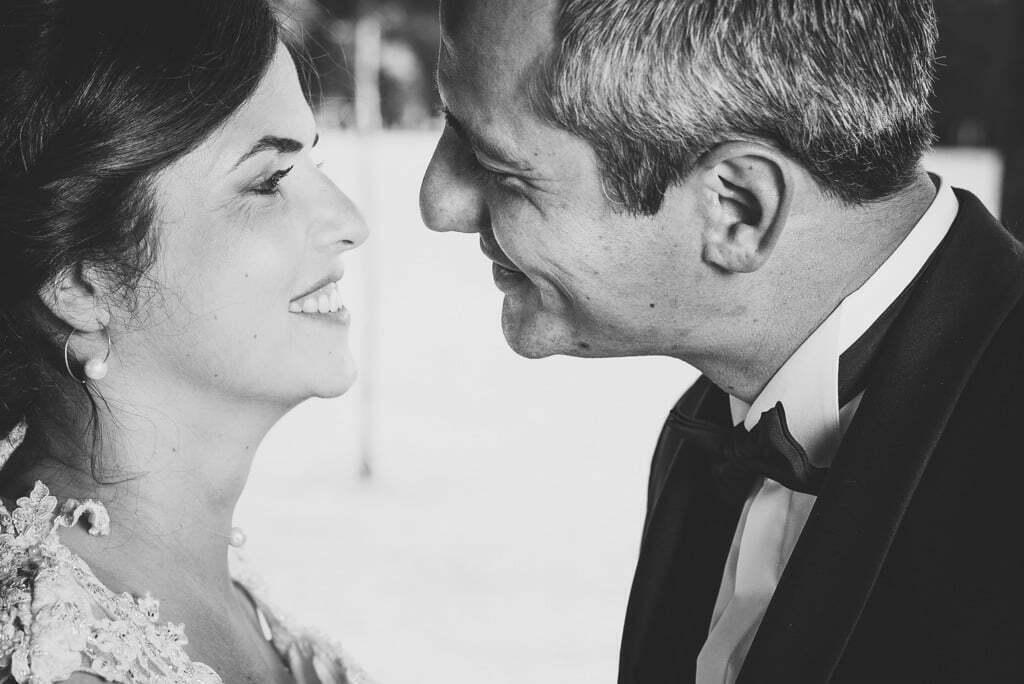 Photographe mariage à Richelieu un couple qui va s'embrasser
