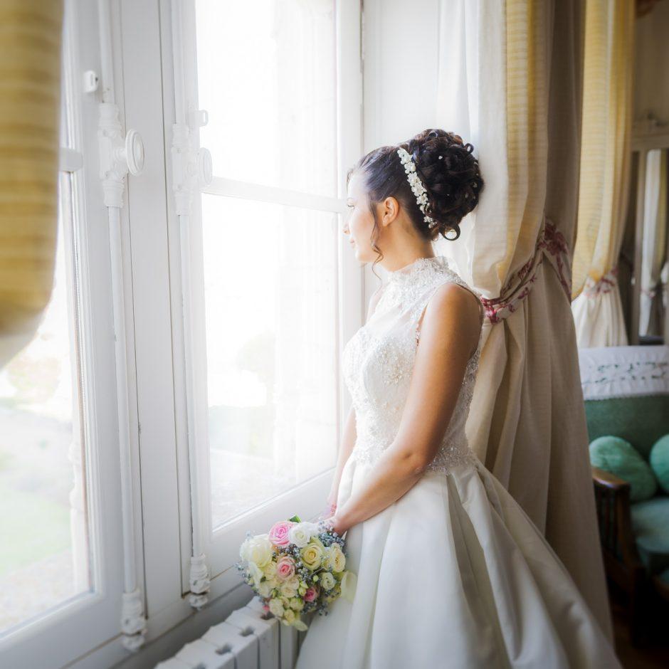 Photo de mariage dans une chambre du château de Veretz