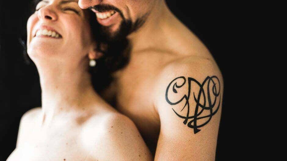 Photo grossesse tours chinon couple tatouage