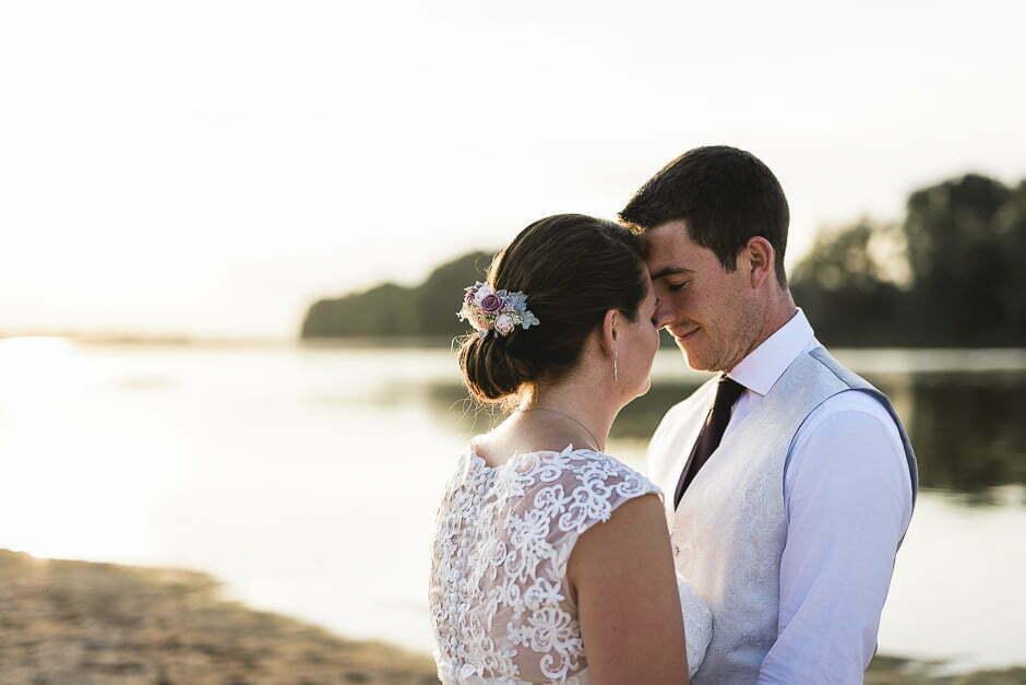 Photographe mariage couché de soleil sur les bord de loire Candes Saint Martin