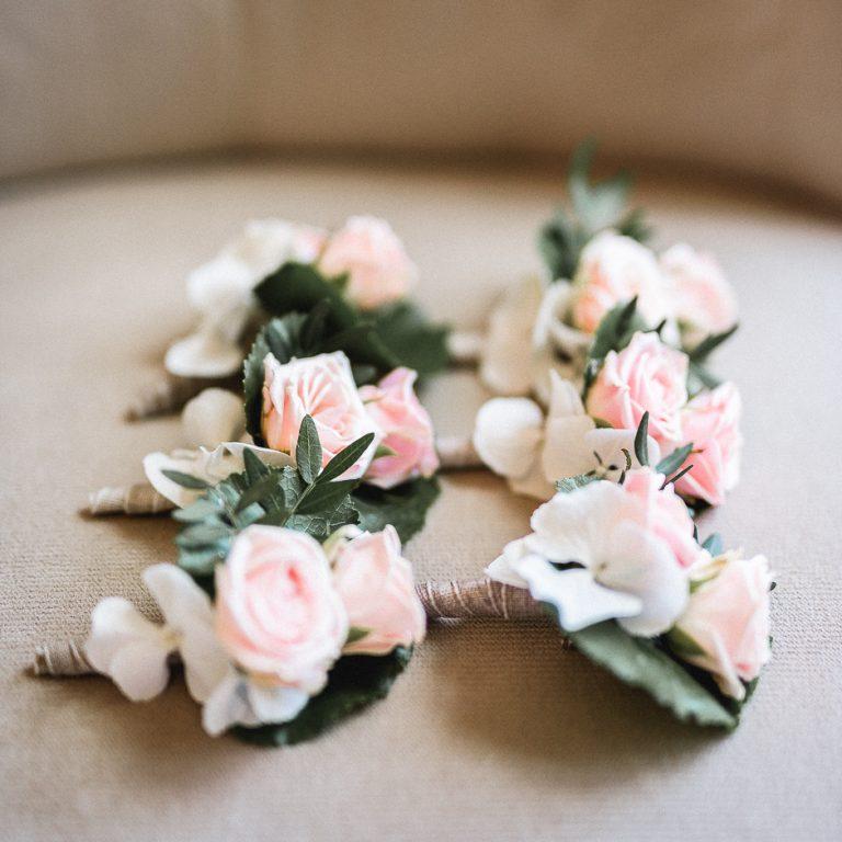 Photographe mariage boutonnières pour les hommes