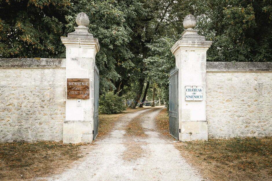 Photographe de mariage entrée au château de Saint-Senoch