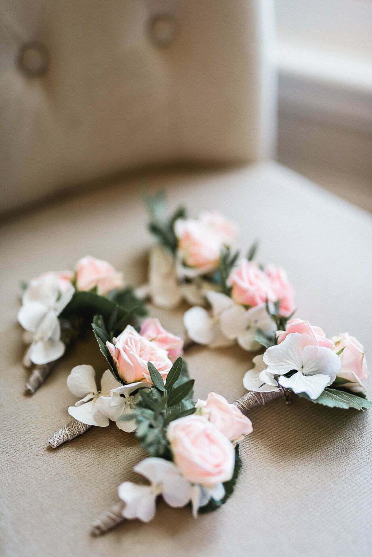 Photographe de mariage Indre-et-Loire boutonnière homme mariage fleurs