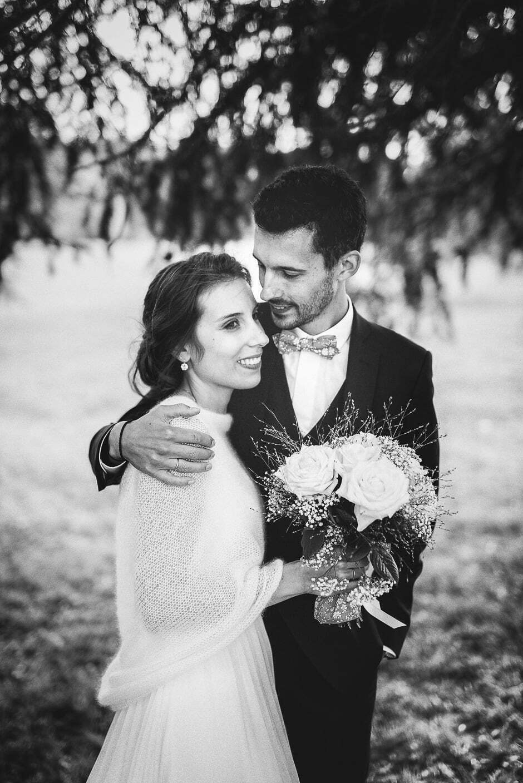 Photographe mariage Tours Domaine de la Bergerie photo de couple noir et blanc
