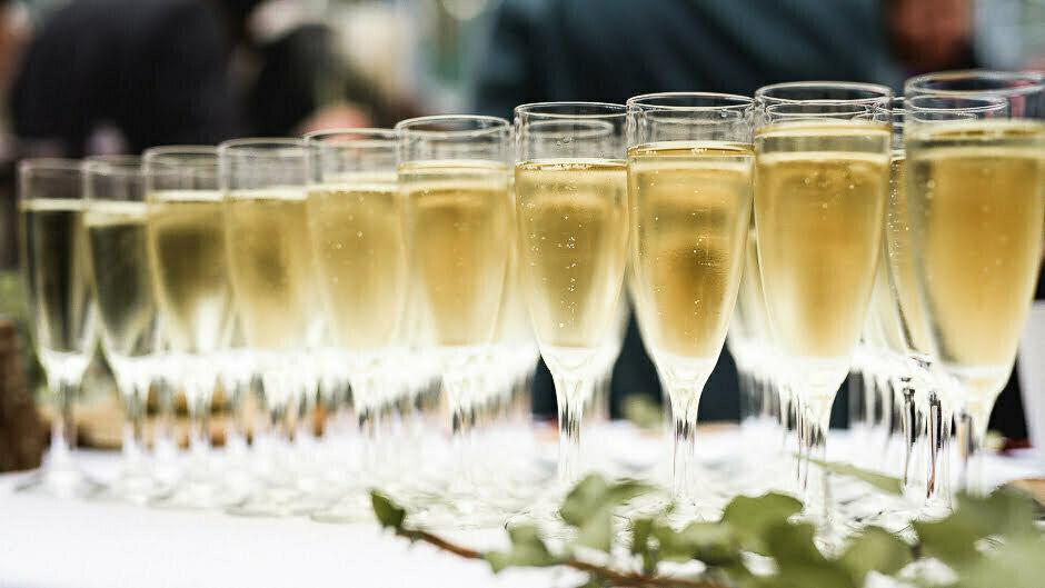 Photographe mariage tours Domaine de la Bergerie coupes de champagne