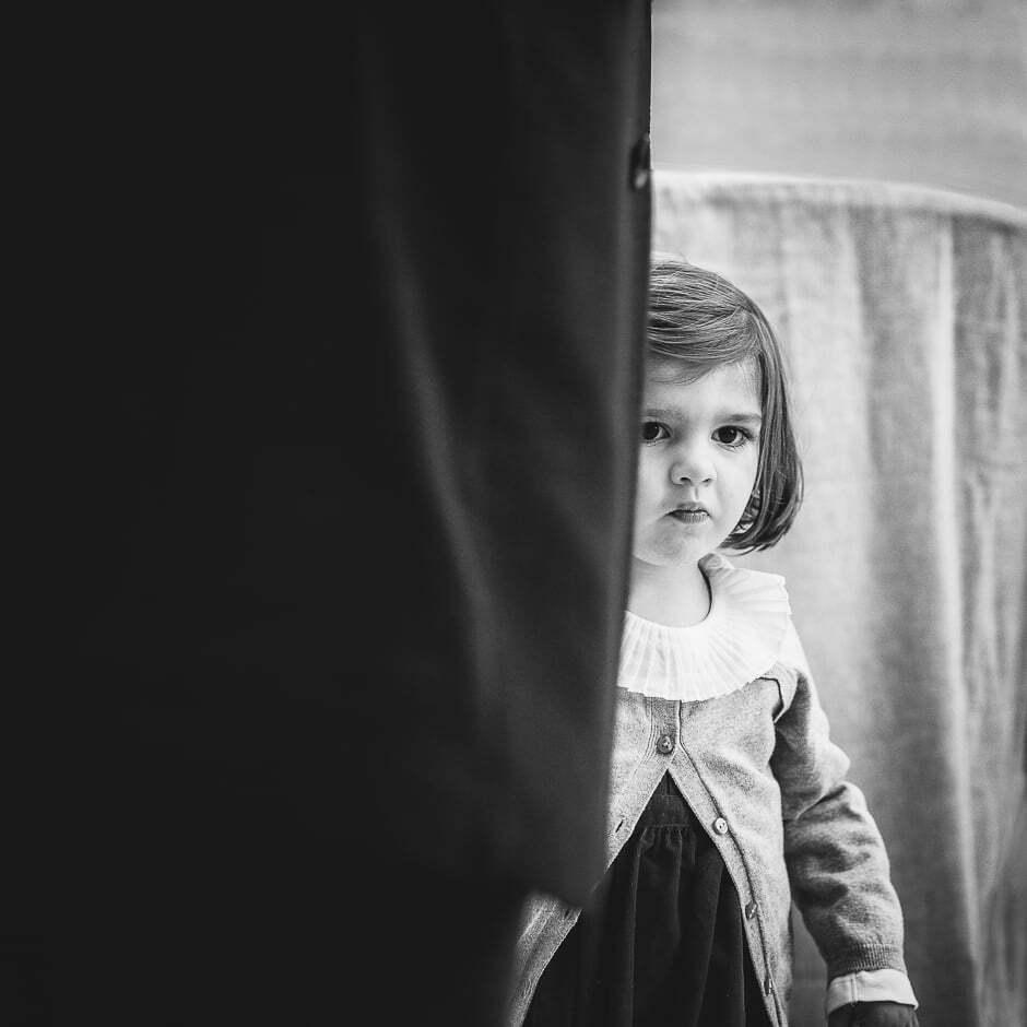 Photographe mariage tours Domaine de la Bergerie enfant noir et blanc