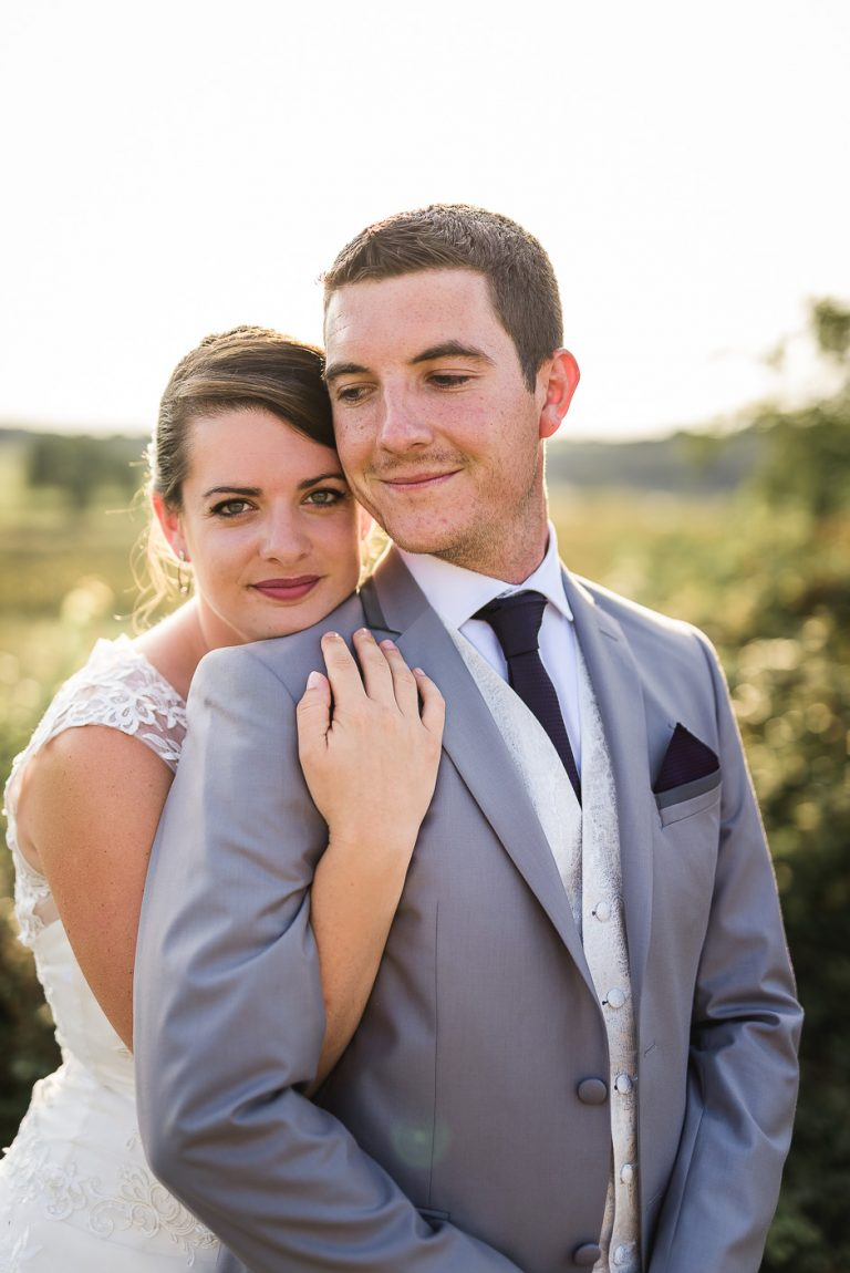 Photographe mariage indre-et-loire couple dans les vignes