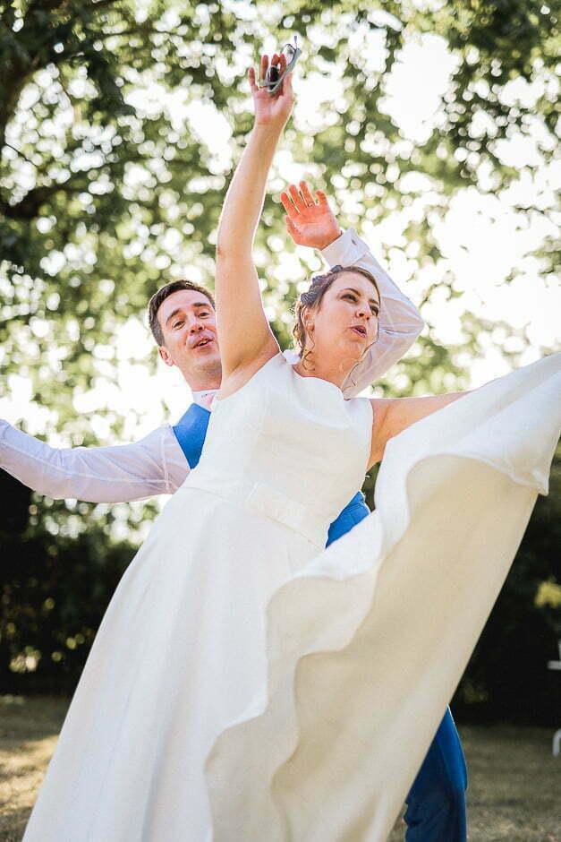 Couple de mariés au domaine de roiffé