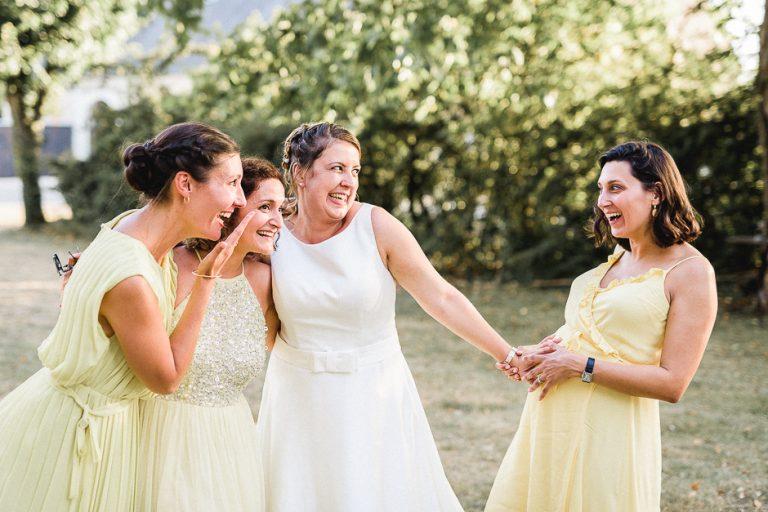 Vin d'honneur mariage un groupe de filles