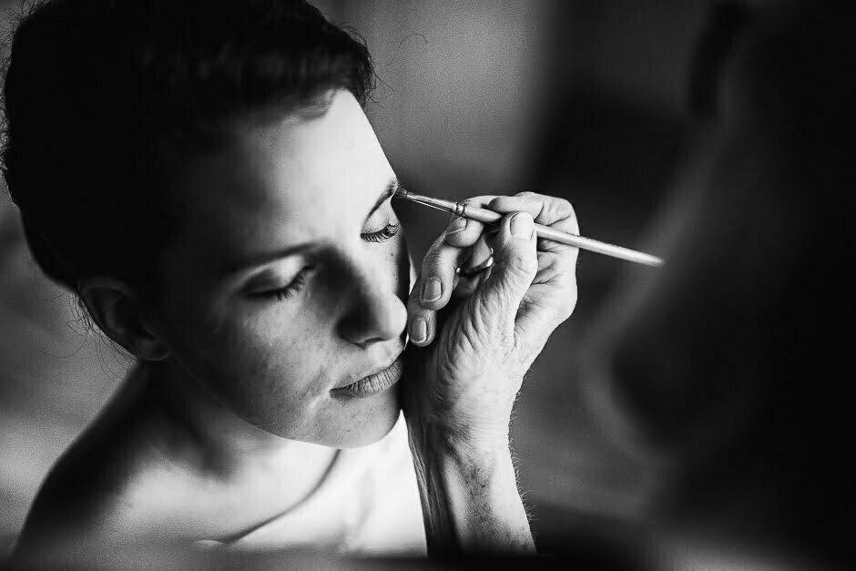 Préparatifs avec la future mariée maquillage