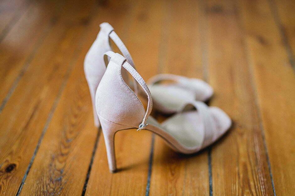 Chaussures de la mariée au château de Brou