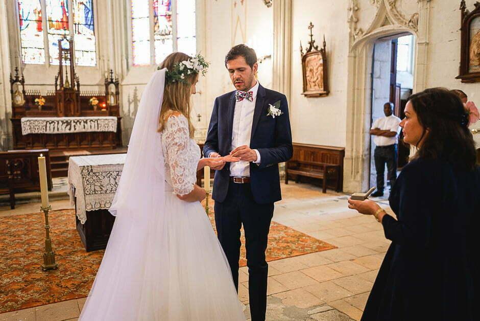 Photographe de mariage cérémonie religieuse échange des alliances