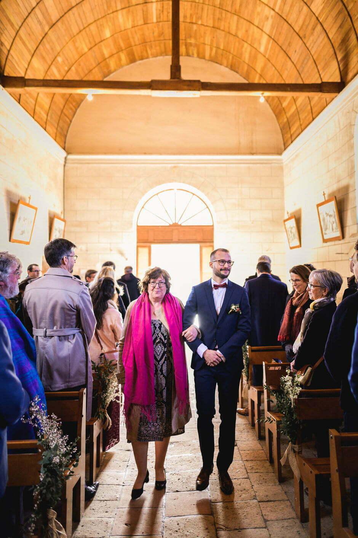 Entrée du marié à l'église d'Ambillou