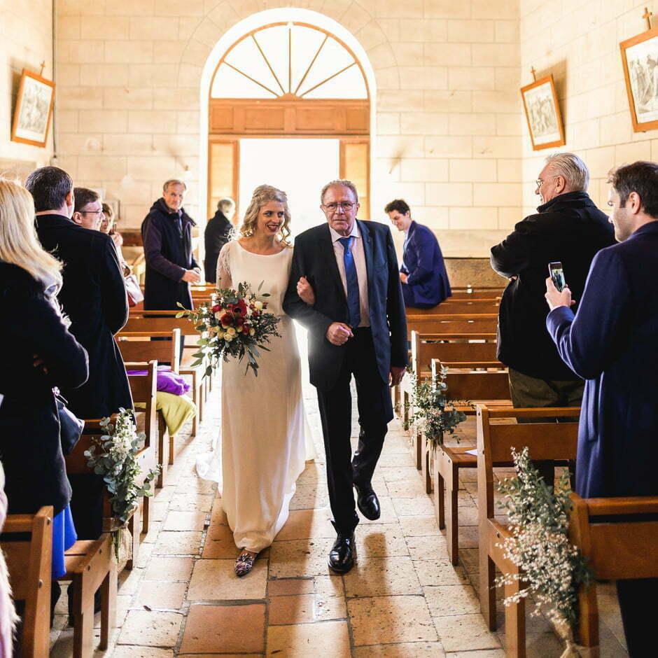 Entrée de la mariée à l'église d'Ambillou