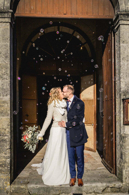 Les mariés à la sortie de l'église