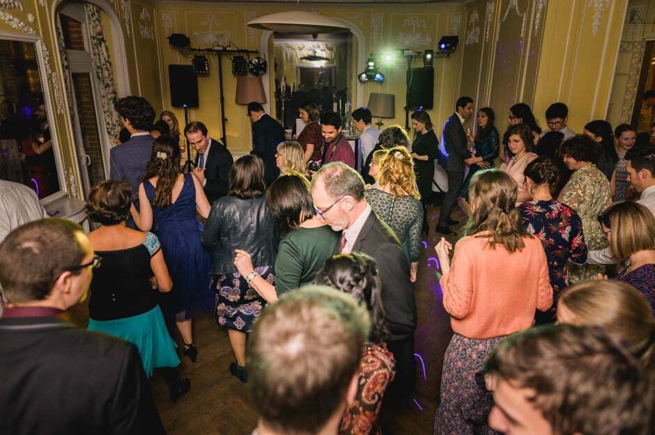 soirée d'un mariage tout le monde danse