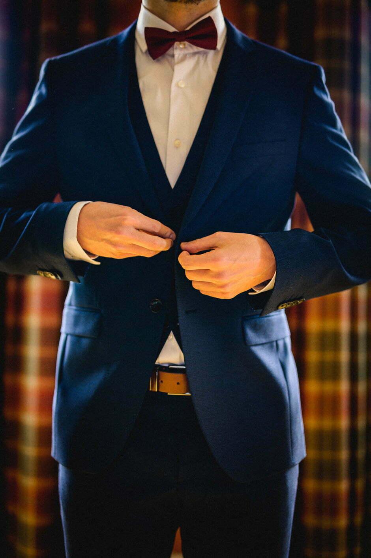 bouton du costume du marié