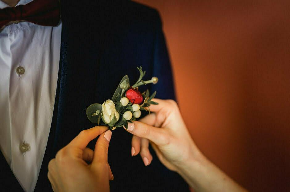 jolie boutonnière du marié