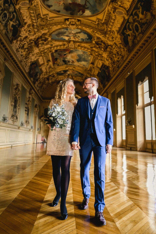 Couple de mariés à la mairie de Tours