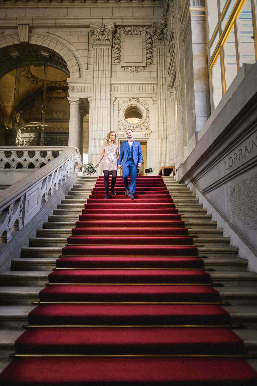 Dans les escaliers de la mairie de Tours