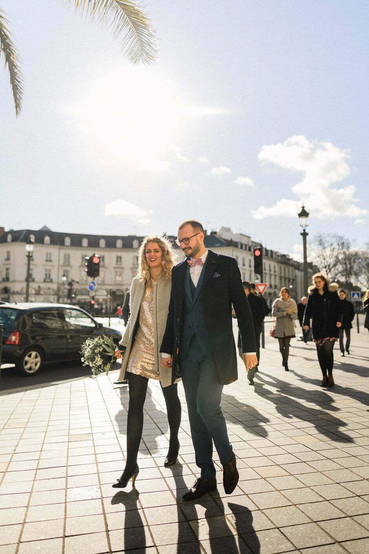 Deux futurs mariés à la mairie de Tours